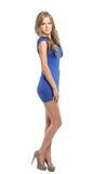 Sexy blonde Dame im blauen Kleid Lizenzfreie Stockfotos