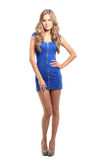 Sexy blonde Dame im blauen Kleid lokalisiert auf Weiß Stockbild