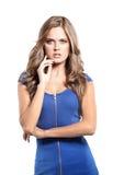 Sexy blonde Dame im blauen Kleid lokalisiert auf Weiß Stockfoto