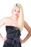 Sexy blonde Dame im schwarzen Kleid gegen Weiß Stockbilder