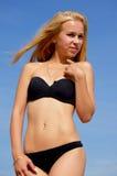 Sexy blonde in een zwempak Stock Foto