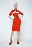 Sexy blonde Frau der Porträtschönheit im roten Kleid perfekt Stockfoto