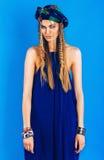 Sexy blonde Frau im überseeischen Turban im Gesamten Stockfotos