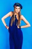 Sexy blonde Frau im blauen Turban im Gesamten Stockfotos