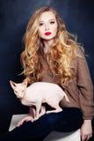 Sexy blonde Frau mit mit dem langen blonden Haar Stockbild