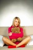 Sexy blonde meisje met teddybeer Stock Foto