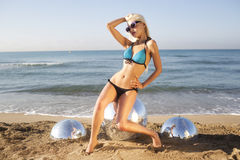 Sexy blonde Strandfrau Stockbild