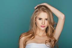 Sexy blonde vorbildliche Frau Stockbild