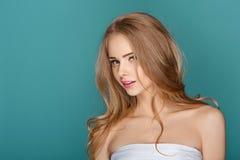Sexy blonde vorbildliche Frau Stockfotografie