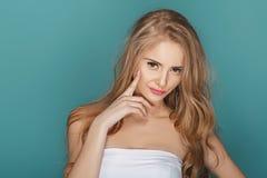 Sexy blonde vorbildliche Frau Stockfoto