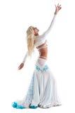 Sexy blonde vrouwendans in oosters kostuum Royalty-vrije Stock Fotografie