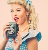 Sexy blonder Stift herauf Frau Lizenzfreie Stockfotografie