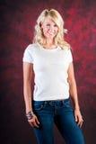 Sexy blondes Mädchenmode-modell in den Blue Jeans Lizenzfreie Stockbilder