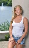 blondevrouw - witte tank en van Jean borrels Royalty-vrije Stock Afbeeldingen