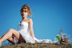 bride sitting on the ground Stock Photography