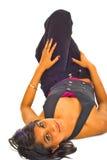 Sexy bruine vrouw op de vloer Royalty-vrije Stock Afbeelding
