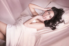 Sexy brunette in bed. Royalty Free Stock Photos
