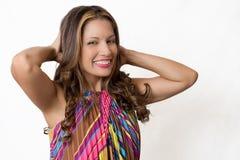 Sexy brunette die haar haar strijken Royalty-vrije Stock Afbeelding