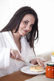 brunette having breakfast Royalty Free Stock Photography