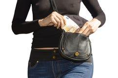 Sexy Dame zieht von ihrer Handtasche Banknoten 50 aus   Stockbild