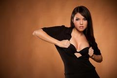 Sexy donkerbruin meisje dat bustehouder toont Stock Afbeelding