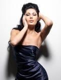 Sexy donkerbruine vrouw met lang haar Stock Foto