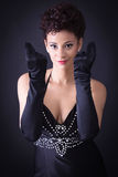 Sexy elegante vrouw in een zwarte kleding Royalty-vrije Stock Foto