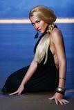 Sexy en luxevrouw op de zonsondergang backgroung Royalty-vrije Stock Foto's