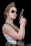Sexy Frau bei der Militäruniformaufstellung Stockfoto