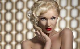 Sexy Frau, die als Diva aufwirft Lizenzfreies Stockbild