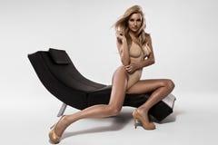 Sexy Frau in einem Bikini Stockbilder