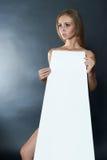 Sexy Frau im Papierkleid Stockbilder