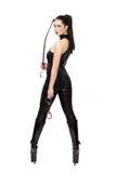 Sexy Frau in Latex catsuit und Stiefel, die Peitsche halten Lizenzfreie Stockbilder