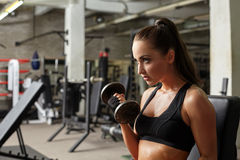Sexy girl posing while exercising in gym Royalty Free Stock Photography