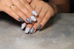 sexy grijze manicure royalty-vrije stock foto