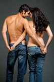 Sexy jong multiraciaal paar in liefde Royalty-vrije Stock Fotografie