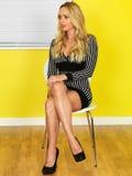 Sexy jonge bedrijfsvrouw royalty-vrije stock afbeeldingen