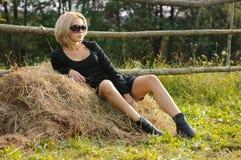 Sexy jonge blonde schoonheid Royalty-vrije Stock Foto's