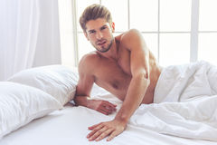 Sexy jonge mens royalty-vrije stock foto's