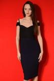 Sexy jonge schoonheidsvrouw in zwarte kleding Royalty-vrije Stock Afbeeldingen