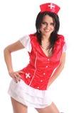 jonge vrouw in het rode kostuum van de kostuumverpleegster Stock Foto