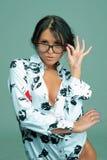 Sexy jonge vrouw met glazen Royalty-vrije Stock Foto
