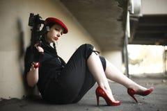 Sexy jonge vrouw met kanon stock afbeeldingen