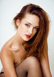 Sexy jonge vrouw in zwarte nylonkousen en lingerie Stock Fotografie
