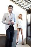 Sexy junge Paare im Raum. Stockfoto