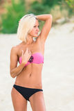 Sexy junges blondes Frauenstillstehen Lizenzfreie Stockfotos