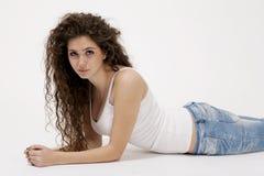 Sexy junges Mädchen im Hemd und in den Jeans Stockbild