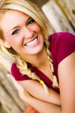 Sexy lächelnde Frau - blondes Modell für Fall-Mode Stockfotografie