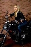 Sexy Mädchen auf Motorrad Lizenzfreie Stockfotos