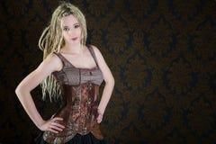 Sexy Mädchen blondes Dreadlocks steampunk Modell Lizenzfreie Stockbilder